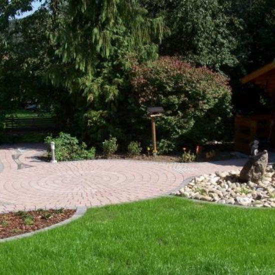 Hausgarten mit Sitzplatz